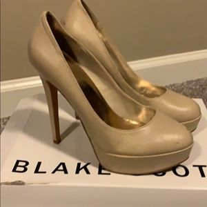 Size 8 Blake Scott nude leather wedge heels